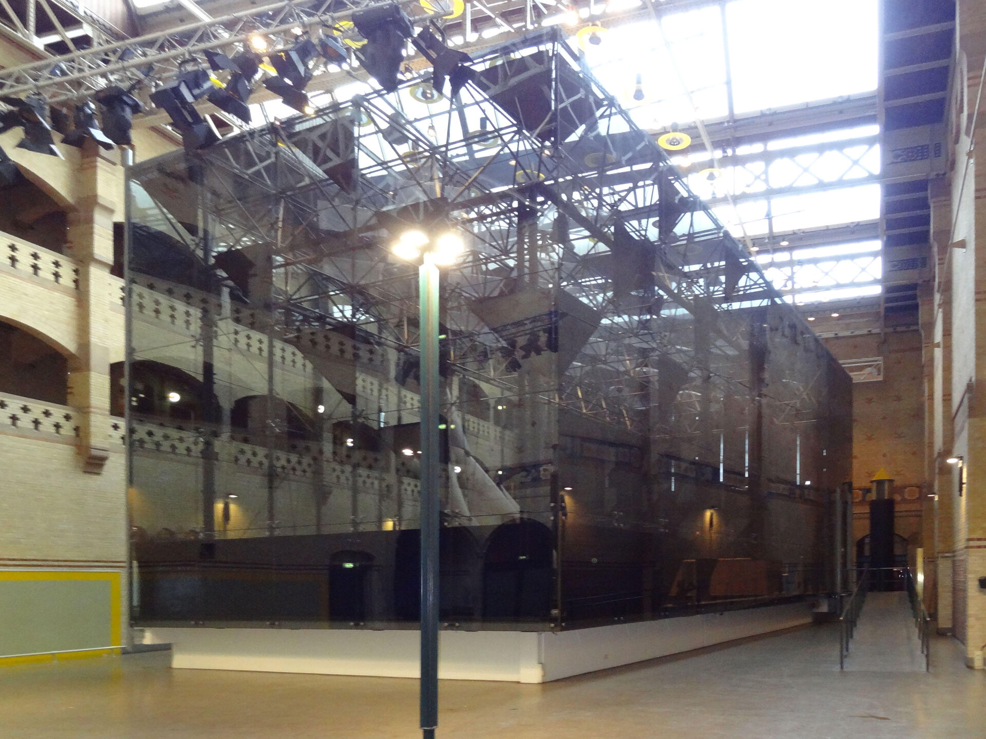 Graanbeurszaal (the corn exchange hall) before-after