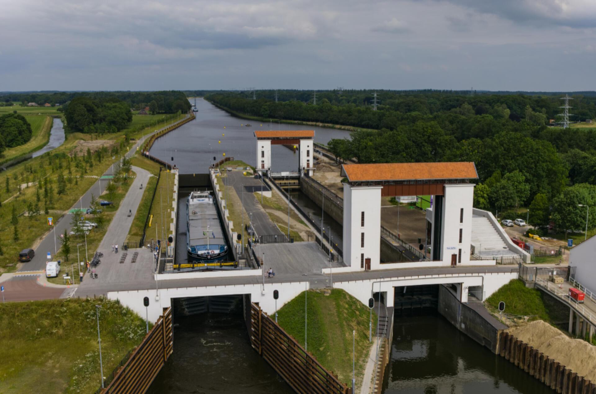 Renewed lock complex Eefde is opened