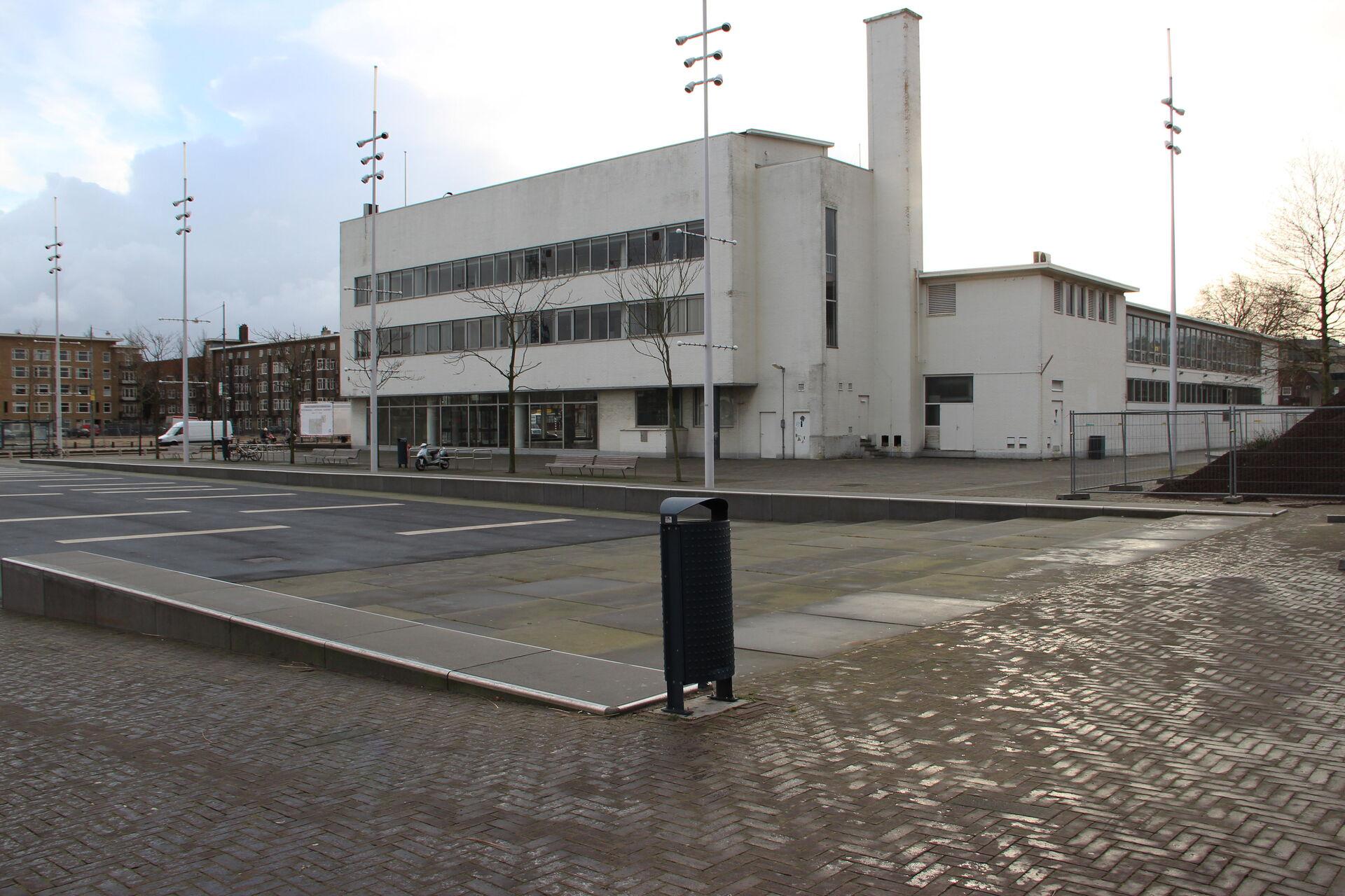 Voor en na hoek Stadion en plein